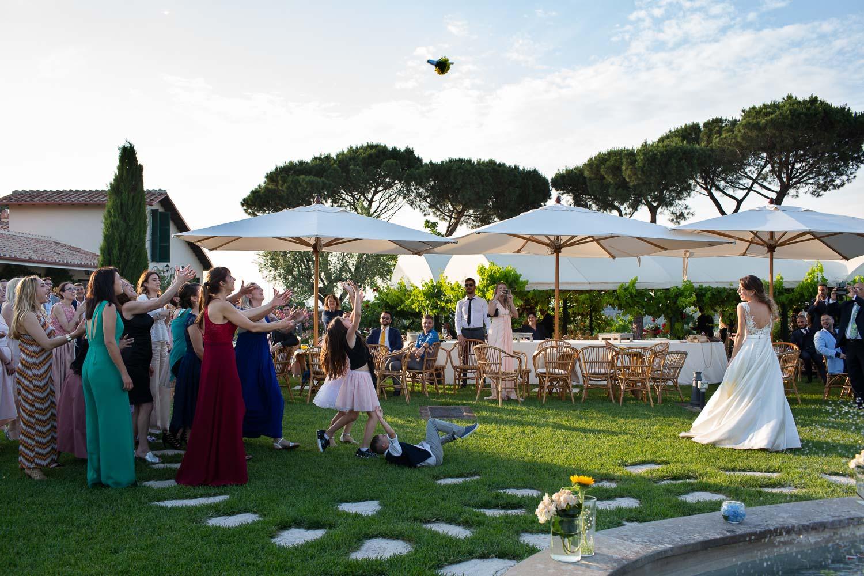 nf-Fotografo-Matrimonio-Roma-CE-lancio-del-bouquet