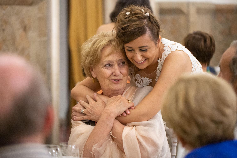 nf-Fotografo-Matrimonio-Roma-FF-19-abbraccio-sposa