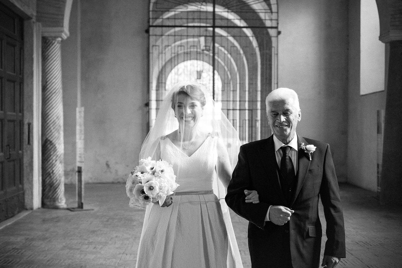 nf-Fotografo-Matrimonio-Roma-RL-Matrimonio-elegante-01-entrata-santa-sabina