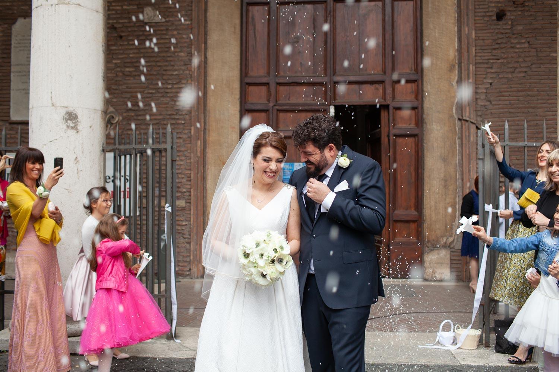 nf-Fotografo-Matrimonio-Roma-RL-Matrimonio-elegante-10-lancio-del-riso-santa-sabina