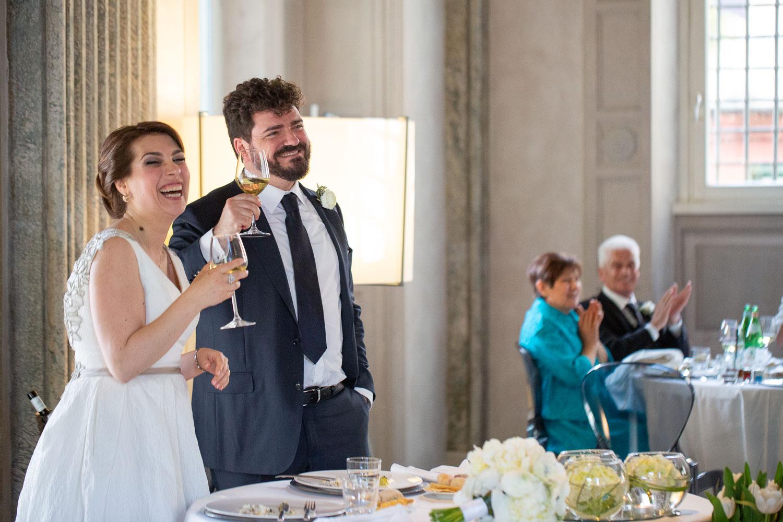nf-Fotografo-Matrimonio-Roma-RL-Matrimonio-elegante-20-brindisi-sposi