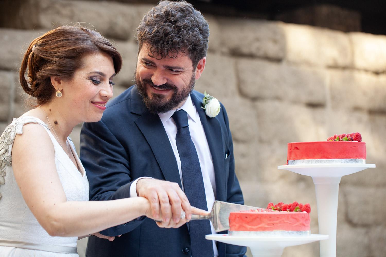nf-Fotografo-Matrimonio-Roma-RL-Matrimonio-elegante-22-taglio-torta